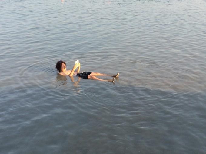 ちなみに私は本書を死海でも読みました。