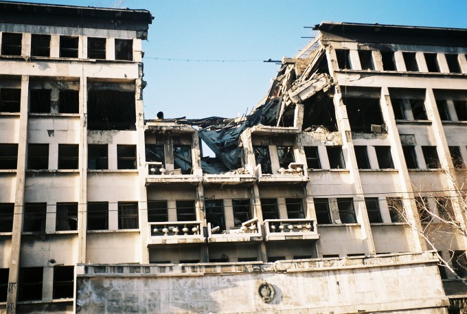Bombed_building_on_ulica_knez_milosa