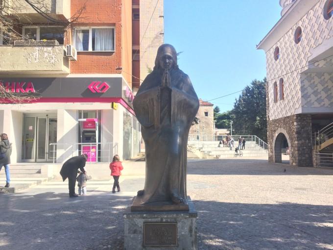 マザー・テレサの銅像!