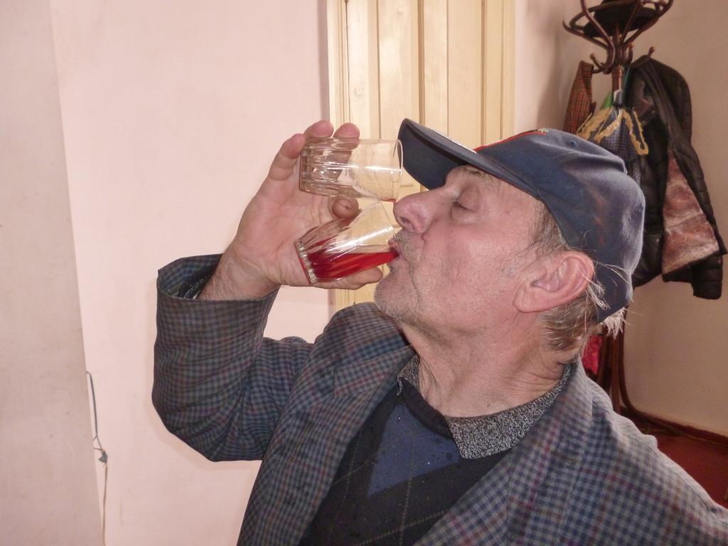 現地の人はワインを水のように飲むので怖い…。