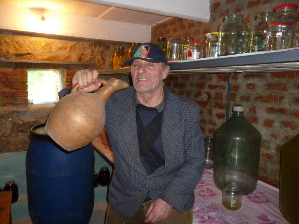 ジョージア人は基本的にお酒に強い。一緒に飲んで吐きました…。