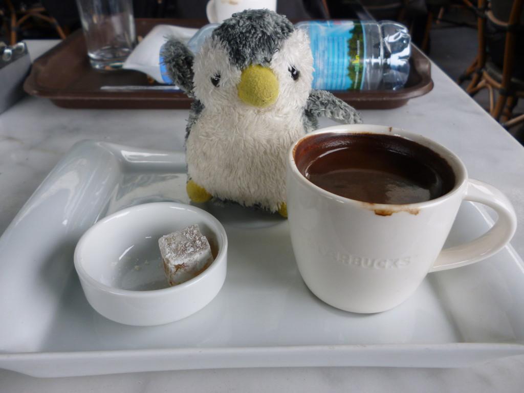 このようなプレートと一緒にトルココーヒーが出された!