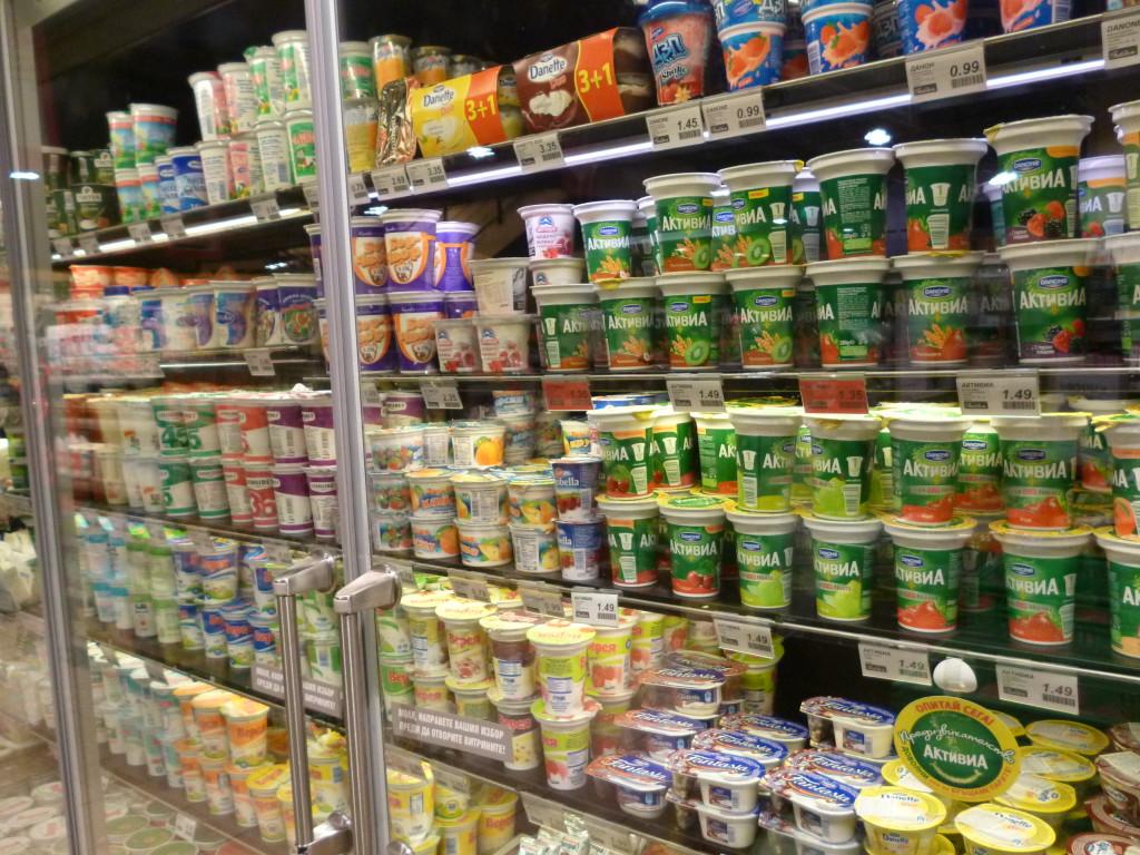 ブルガリアのスーパー。驚きのヨーグルトの品揃えにびっくりした!