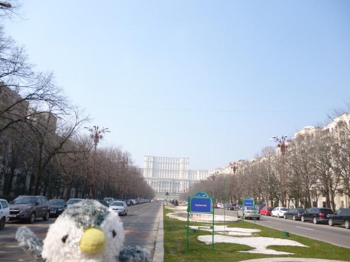 シャンゼリゼ大通りを模した大通り。正面に見えるのが国民の館!