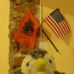 コソボは世界一アメリカ万歳な国!?街中はアメリカの国旗だらけ!