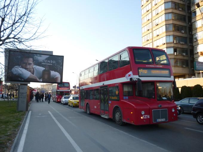街を駆け巡るロンドンバス!