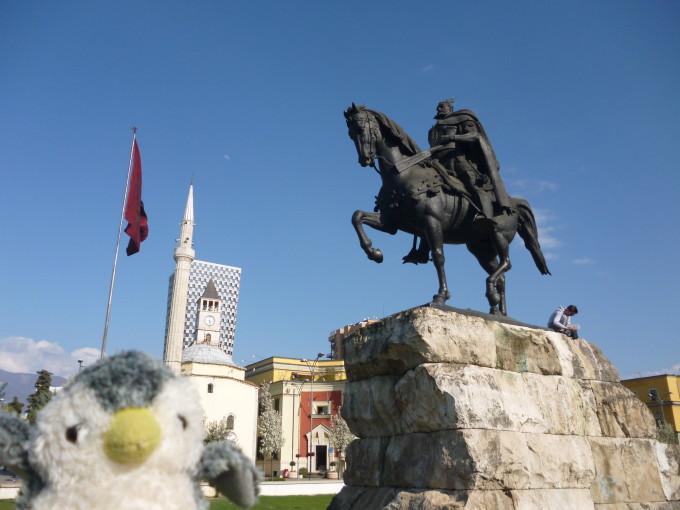 オスマン帝国に抵抗したアルバニアの英雄スカンデルベグ!鎖国中でも英雄は語り継がれる!