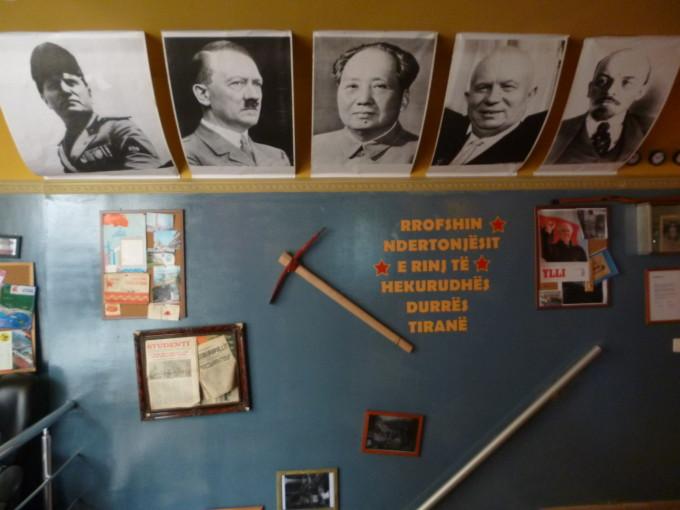 宿にあった独裁者の写真、街中には未だにスターリンの銅像が…。