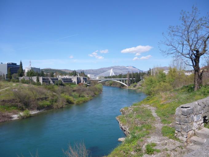川の色を除けば、どこか日本の田舎に似てる!?