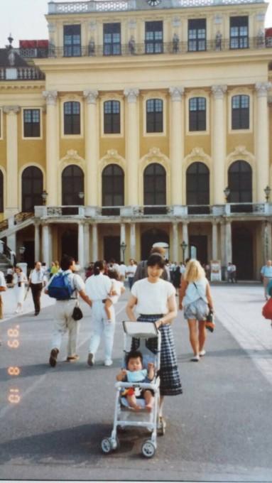 シェーンブルン宮殿の目の前!ここに一度来たことがあるなんて…。