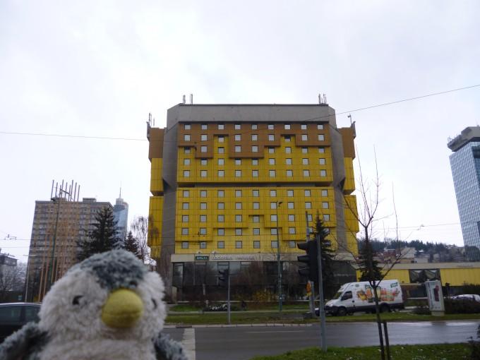 ボスニア・ヘルツェゴビナ紛争の際にジャーナリストが泊まっていたホテル。目の前にある道路はスナイパーストリートと呼ばれ、動くものは全て射殺された。