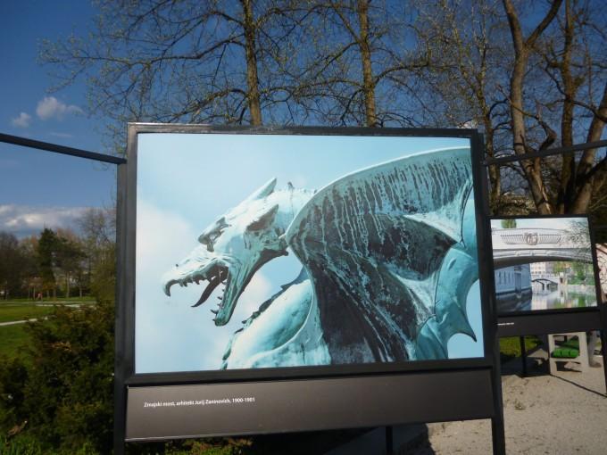 街中に飾られていたドラゴンのポスター(がくぶる。