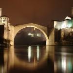 ボスニア・ヘルツェゴビナのモスタルは橋で居住区が分離されている!