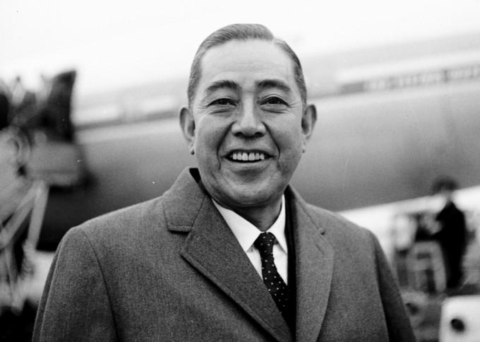 Eisaku_Sato_at_Amsterdam_Airport_Schiphol,_Oct._1963