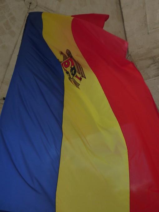 勝利の門にはモルドバの国旗が掲げられていたよ!