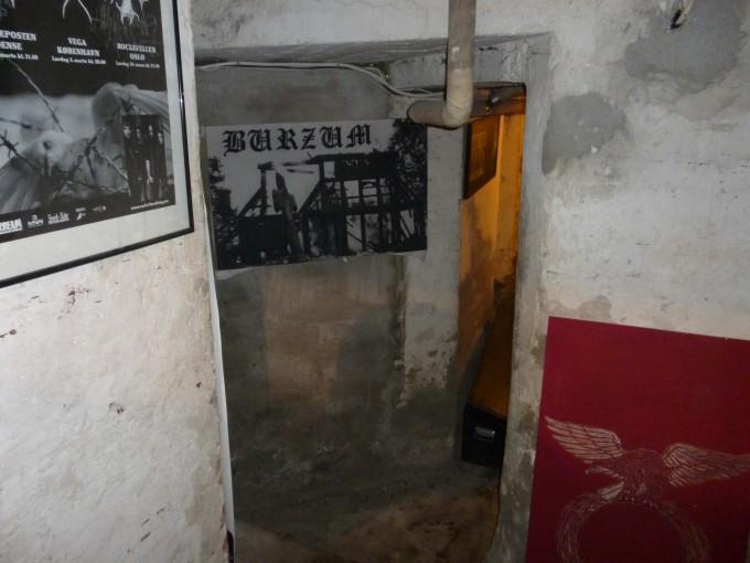 地下に入って真っ先に目に入ったのが、Burzumの教会放火ジャケット!