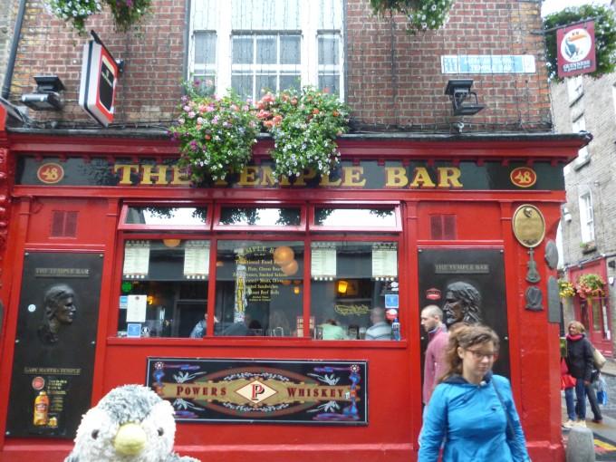 ここはアイルランドで最も古いアイリッシュパブ!