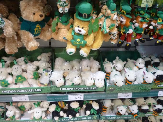 アイルランドはハロウィンの誕生地でもあるので、こういったキャラクターがいっぱい!さあ、最後にシビちゃんを探してみよう!