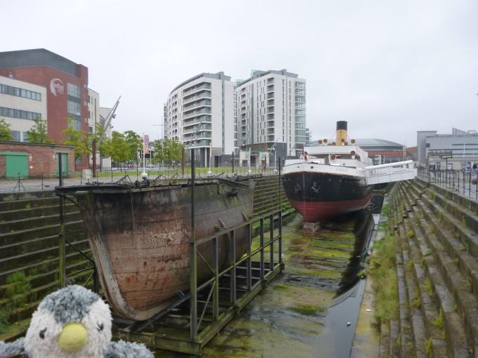 博物館の前にあった、その当時の造船模様をかたどった展示物!