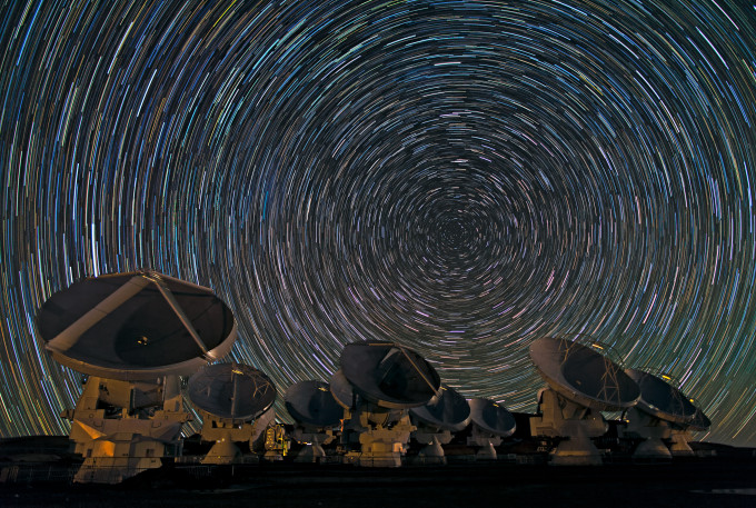 Whirling_Southern_Star_Trails_over_ALMA