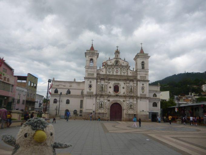 首都テグシガルパの一番の観光名所!ドローレス教会!