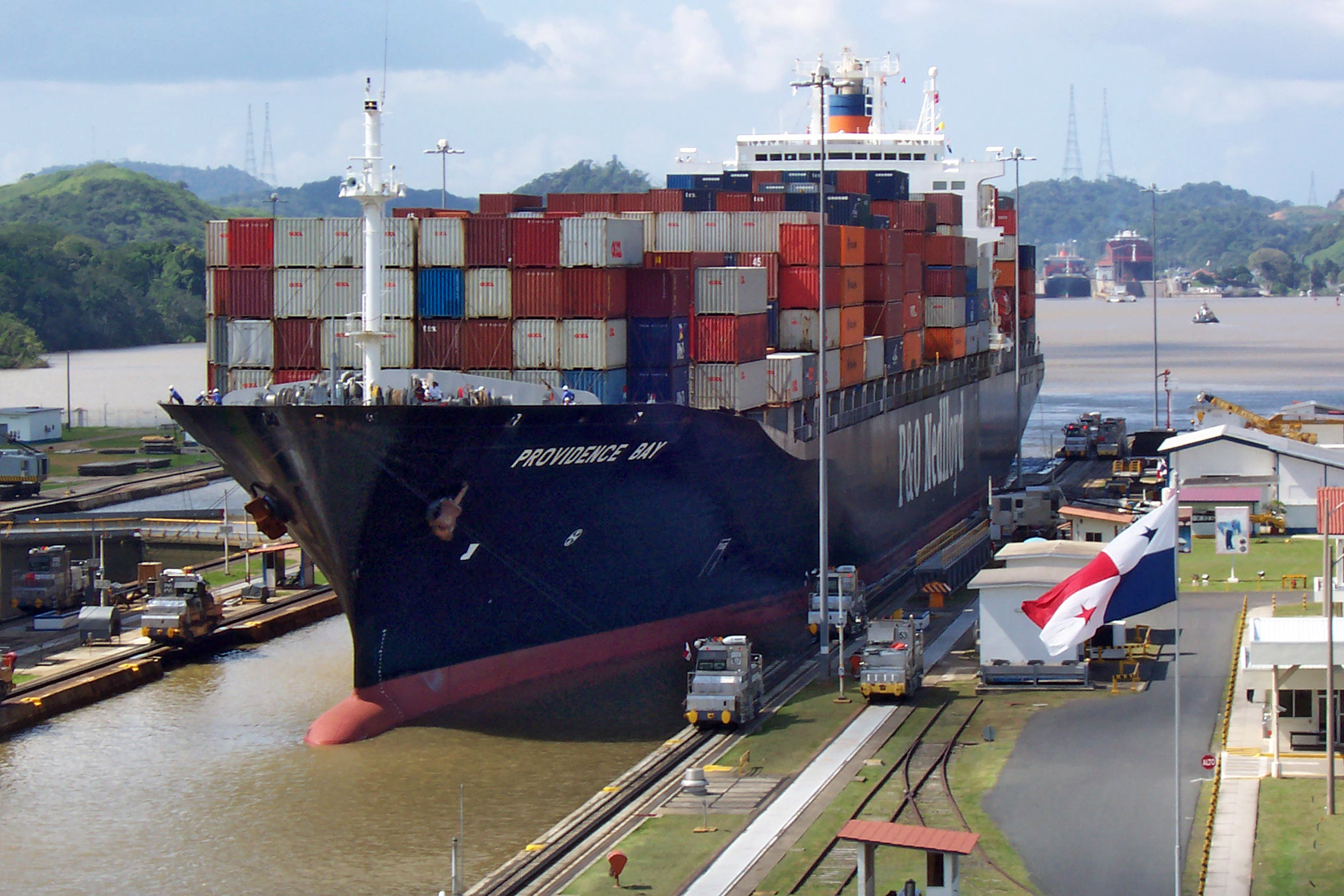 Ship_Providence_Bay_at_panama_canal