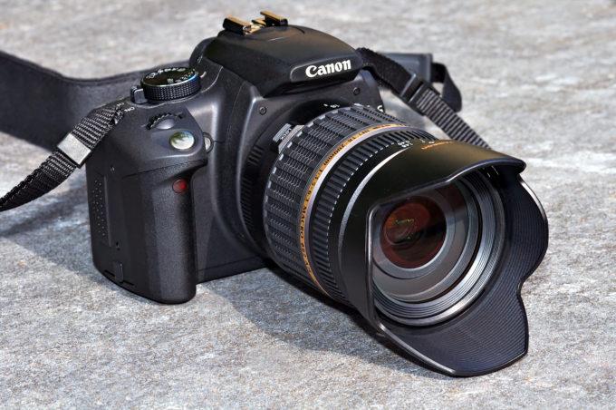 Canon_EOS_350D_front_(aka)