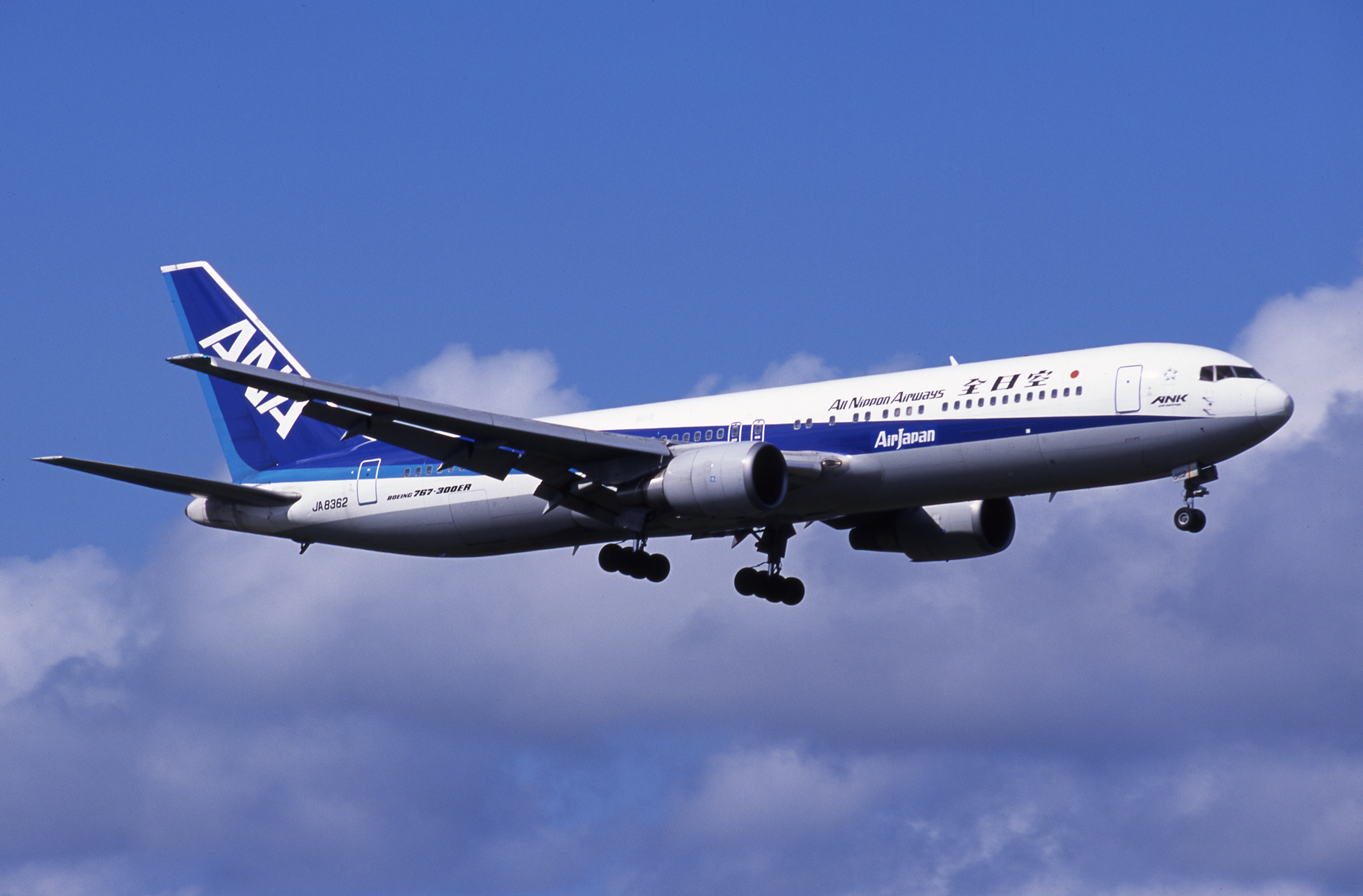 Boeing_767_ANA